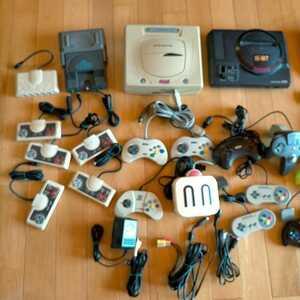 ゲーム機器及びソフト。ファミコン、ディスクシステム、PCエンジン、メガドライブ、セガサターン。写真に写っているものが全てです。。
