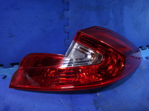 ルノー ウインド ENK4M 等 右 リア テール レンズ ライト ランプ 品番 265500022R [5466]