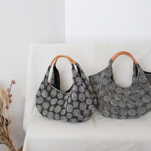 ■黒リネン生地に木綿白糸を刺し子 刺繍「丸紋」トート バッグ 2way 鞄 水玉 A4サイズ可P53D