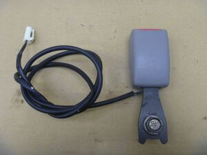 * (193133) 2002г.  MPV LW3W    место водителя  ремень безопасности  (  пряжка  только  )    LC62-57-680A05