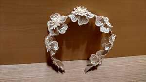 美品 キッズフラワーカチューシャ アイボリー ガールズ 女の子 ヘアアクセサリー 結婚式 卒業式 発表会 髪飾り