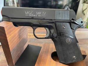 【MGC】コルトMKⅣシリーズ80 パックマイヤーグリップ&ホルスター付き