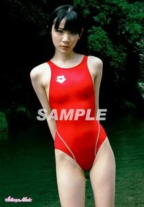 ●末永みゆ 正規L判ロゴ入り写真 (赤 arena 競泳水着4) 公式ショップ品 / アイドル生写真