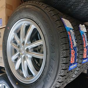 新品タイヤ【STRANGER】7J×17+53 PCD114.3-5穴☆グッドイヤーICE NAVI SUV 225/65R17[冬用1503]4本タイヤ&ホイール招きモアイ像若槻店