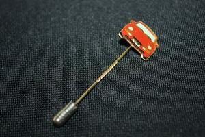 ★ポルシェ968ラペルピン(赤) 純正テクイップメント ミツワ自動車 1992~94年 品番 WAP 104 600