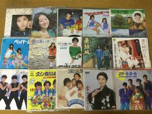 【即決】一軒の店舗より EPレコード約1000枚まとめて出品致します kai3065 5箱