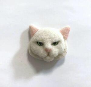 羊毛フェルト 猫ブローチ 白猫 ハンドメイド