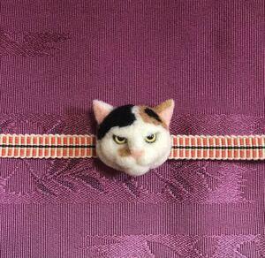 羊毛フェルト 猫帯留め 三毛猫