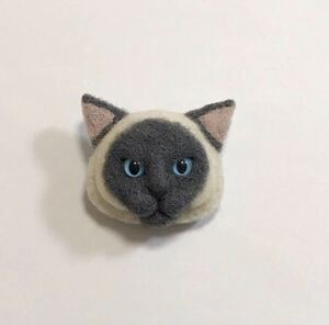 羊毛フェルト 猫ブローチ シャム猫 ブルーポイント