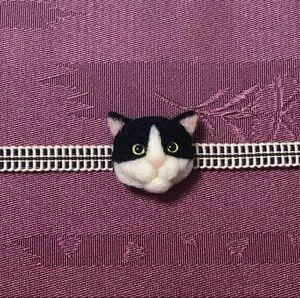 羊毛フェルト 猫帯留め ハチワレ