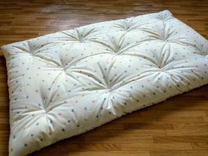 安心の綿100% 手作りお昼寝布団  うさぴょん柄