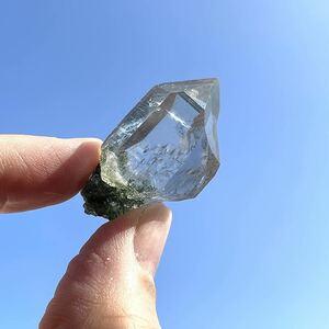 ヒマラヤ水晶 マニハール産 クローライト入りクリスタル ポイント 33 鉱物標本 パワーストーン