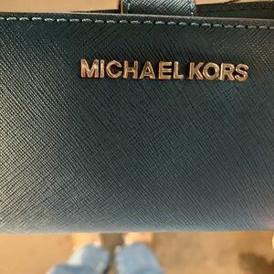 マイケルコース 折りたたみ財布