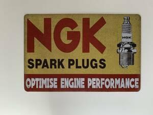ブリキ看板 20×30㎝ NGK スパークプラグ SPARK PLUGS アメリカンガレージ 看板 アンティーク インテリア 雑貨 tin 新品 送料無料 【A】