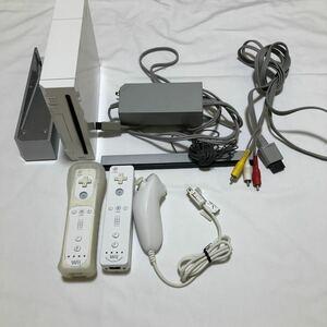 動作確認済み 任天堂Wii ニンテンドー ゲーム機本体 Wiiリモコン2つ付き ホワイト