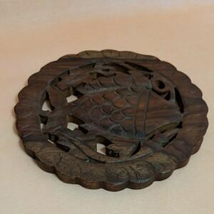 木製☆魚の木彫鍋敷き・丸型