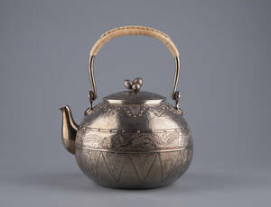 純銀保証 大国寿朗造 宝珠形 竜紋松菓摘 湯沸 銀瓶 時代物 古美術品 煎茶道具