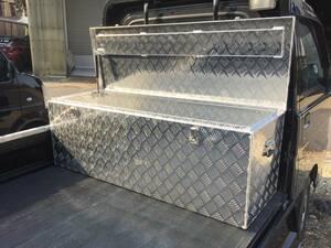 万能アルミボックス  工具箱 ツールボックス 軽トラ 荷台 トラック 収納 サイズ1350×450×470mm B級品 凹みあり