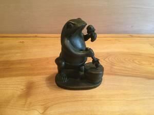 蛙 かえる ブロンズ製 在銘 置物 オブジェ 高さ9.5cm