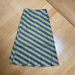 夏にピッタリのチェックのマキシ丈スカートです