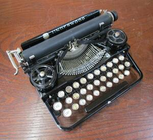 ★UNDERWOOD PORTABLE 1922年製 新品インクリボン 送料無料 コンパクト タイプライター