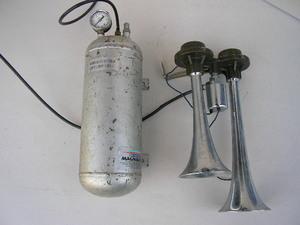* old air horn yan key horn old car Magnum 100 air tanker attached