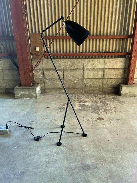 3‐3 展示品|デンマーク製GUBI|Grashoppaフロアランプ 黒|22万円 ライト 照明 デザイナーズ グラスホッパー