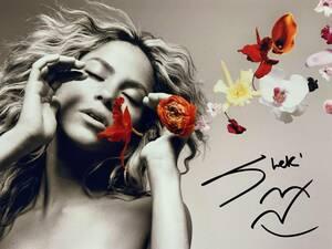 歌手シャキーラ直筆サイン シーウルフ El Dordo Shakira Sale el Sol Oral Fixation コロンビア出身のラテンポップシンガー 横25×縦20 B5