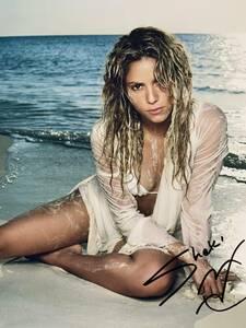 歌手 シャキーラ直筆サイン シーウルフ El Dordo Shakira Sale el Sol Oral Fixation コロンビア出身のラテンポップシンガー 縦25×横20