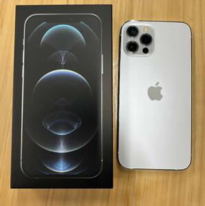 iPhone12 PRO アイフォン  ドコモ 256GB  シルバー  SIMロック解除済み  バッテリー容量 92%  送料無料!!