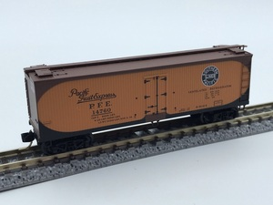 1J N_外国形 MICRO-TRAINS マイクロトレインズ 貨車 Double-Sheathed Wood Reefer PACIFIC FRUIT EXPRESS 14760号 品番49500