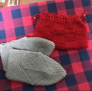 ハンドメイド 手編みルームシューズ 巾着セット ルームソックス ハンドメイド 冷えとり カバー 巾着ポーチ きんちゃく 手編み靴下