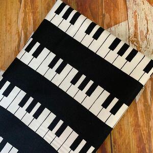 ピアノ柄 鍵盤 オックス プリント生地 110×100 ブラック×ホワイト