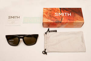 SMITH(ヘルメット、サングラス)