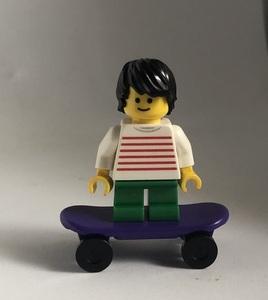 即決 新品 未使用 レゴ LEGO ミニフィグ タウン スケボー 少年 男の子 スケーター スケートボード ミニフィギュア シティ