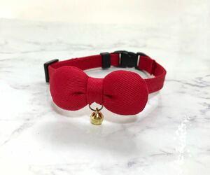 赤いまるリボン シンプルな首輪 猫 首輪