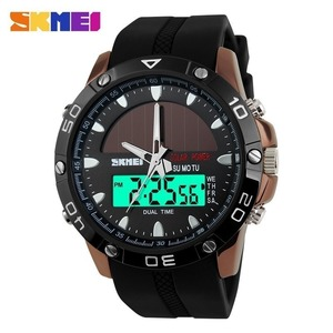 腕時計男性防水ソーラーパワースポーツカジュアル腕時計男性メンズ腕時計 2 タイムゾーンデジタルクオーツ Led