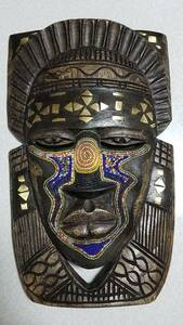 アフリカ 民族 仮面 お面 手彫り 木工品 壁掛け ビーズ 白オレンジ
