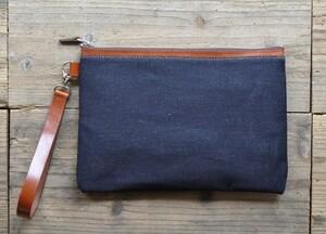 ■ハンドメイドのデニムとヌメ革のクラッチバッグ(ダークインディゴ)