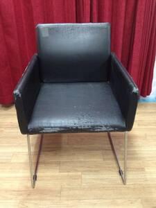 k170822-06Z ブランド不明 / 金属フレーム スクエア ブラック 黒 椅子 ダイニング アーム チェア 難有