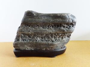 水石・鑑賞石 ★ 石名不明 ★産地、石名不明ですが、魅力的な表情の石肌です