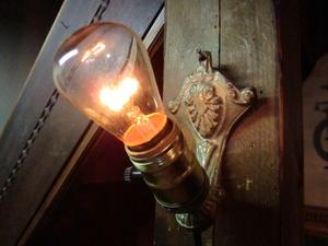 米国1900sアンティーク真鍮ゴシックランプ E 壁掛けカフェ照明ヴィンテージウォールブラケット店舗 リノベーションゴスロリ骨董ライトレア