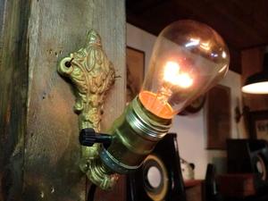 米国1900sアンティーク真鍮ゴシックランプ J 壁掛けカフェ照明ヴィンテージウォールブラケット店舗 リノベーションゴスロリ骨董ライトレア