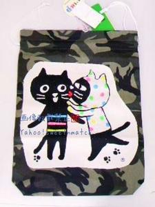 《ララキューブ LALACUB》キラキラ ストーン付 大きめ 巾着 ポーチ 新品 未使用 猫 ネコ ねこ 旅行などに