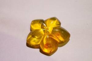 希少!35年前の未使用在庫!早い者勝ち上質アンバー琥珀彫刻研磨「花」ルース3.3ct高級宝飾品用