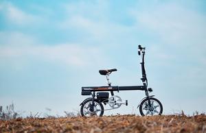 超小型 ボタン1つで自動伸縮 フル電動自転車 Airwheel R6 smart E-bike スマートイーバイク
