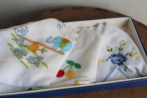 昭和レトロ雑貨■■パイピング刺繍がかわいいレトロなガーゼハンカチ3枚セット新品♪