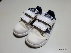 アディダス 14cm マジックテープ ベビーシューズ 白/紺 ADITUFF 男の子 スニーカー 靴 ホワイト ネイビー