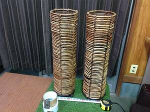ротанг . бамбук?. средний . металлический. .. есть тубус..1 на (2 шт ).
