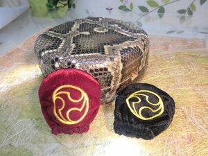 (送料無料)26.980円 沖縄三線専用チーガ(蛇皮本張り)型にTop保護カバー2色付